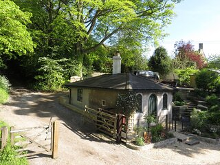 Gatekeepers Lodge, Private & Self-contained Cottage at Dyrham nr Bath & Bristol