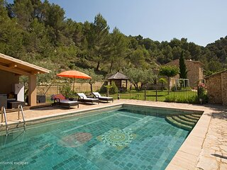Le Barroux Holiday Home Sleeps 8 with Pool and WiFi - 5879627