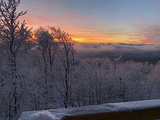 NOW BOOKING! - Pinnacle Pointe- Breathtaking Views at 4200 ft w/Hot Tub