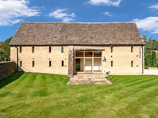 The Old Great Barn is a stunning family home located in the village of Filkins