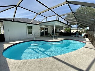 Kim's Palm Cottage - solar heated pool, only minutes to the beaches