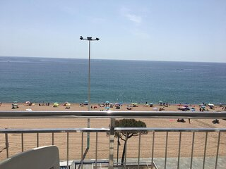 GIROROOMS- APARTAMENT ELYPALACE 3 6 sea view with terrace and wiffi
