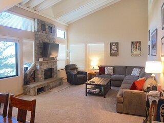 Spacious Mountain Condo Great For Friends and Families - Closest to Canyon