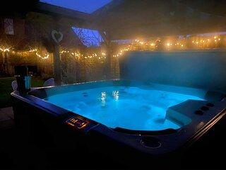 Rural , beach, hot tub , garden luxury , Parking , WiFi , pet friendly ,