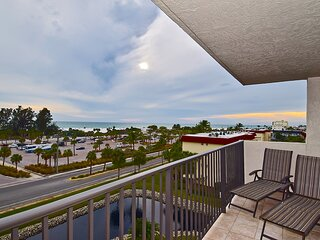 Stunning 2 Bed/ 2 Bath with Best Siesta Key Beach View, Our House at the Beach!!
