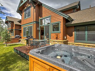 Townhome w/Private Hot Tub & Deck <4Mi to DT Breck