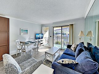 Updated Beach & Tennis Resort Condo | Pool, On-Site Dining, Bikes & Golf