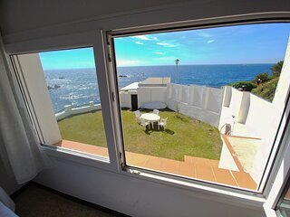 House in Palamos with garden in first line of sea