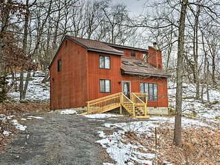 NEW! Charming Poconos Abode w/ Grill + Fire Pit!