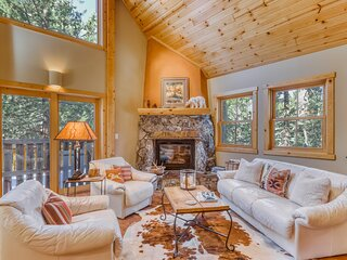Stunning home in quiet neighborhood with free WiFi and two gas stoves!