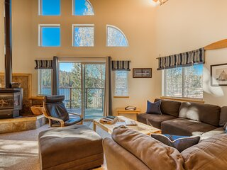 Family-friendly, lakefront getaway w/ a gas fireplace, furnished deck, & views!