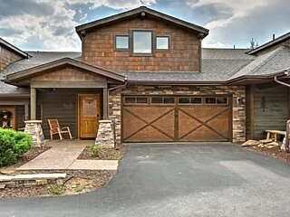 Luxurious Townhome with Fantastic Views, Free WiFi, Full Kitchen Near Lake Estes