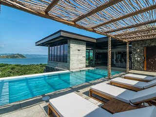 Secluded sanctuary w/ a private pool, sundeck, amazing views, & free WiFi