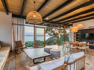 Forest sanctuary w/ a private pool, sundeck, free WiFi, breathtaking ocean views