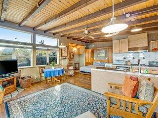 Serene & Relaxing Coastal Home w/ Free WiFi/Back Deck/Enclosed Yard/Ocean Views!