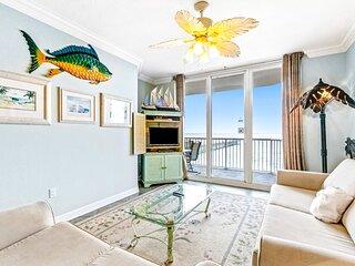 Amazing Beachside Home/ w AC, Free WiFi, Private Balcony, Shared Pool & Hot Tub!