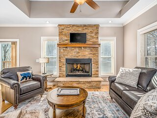 Gorgeous Three-Level Home w/Free WiFi/Washer/Dryer/Game Room/Firepit/Central AC!