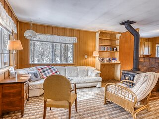 Cozy, dog-friendly cabin w/ a wood stove, private washer/dryer, & full kitchen