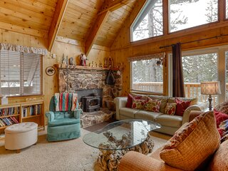 Private home w/ large deck, lofted layout, foosball table & wood-burning stove!
