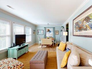 Darling, renovated home w/ beautiful backyard, W/D & WiFi - near beaches!
