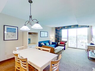 5th floor condo w/ marina View, private W/D, shared hot tub, shared pool & WiFi