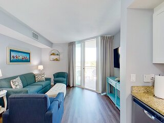 6th floor condo w/ private W/D, WiFi, shared pool, central AC, & shared hot tub