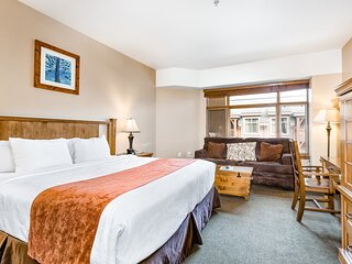 Ski-In/Out Room w/High-Speed WiFi, 2 Shared Hot Tubs, Outdoor Pool, W/D, Gym