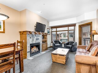 Ski-In/Out Condo w/2 Shared Hot Tubs, Outdoor Pool, High-Speed WiFi, Central A/C
