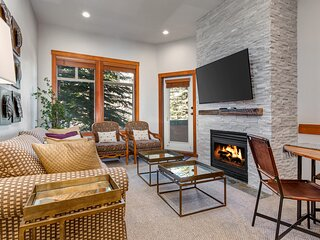 Ski-in/ski-out modern gem w/ private balcony, shared pool/hot tub, & mtn view!
