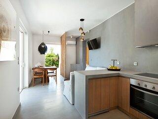 Elisa Seaside Luxury Suite 50 m from the beach!