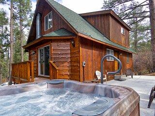 Living Log Cabin 3BR Near Oktoberfest/Farmer