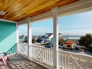 Ocean Views, Very Close Beach Access, Elevator, Pet Friendly, Spacious - over 2,