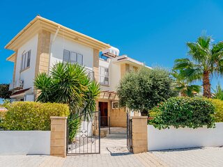 Kyrenia Villa, sleeps 6-8,Wifi,Private Pool,Mountain Views