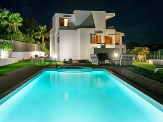 Villa - 4 Bedrooms with Pool and WiFi - 108980