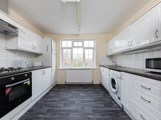 Immaculate 4-Bed Apartment in Ilford