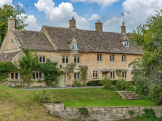 Greenview Cottage is an exquisite Grade II listed property in Little Barrington