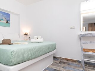 Depis luxury suites naxos down town/ superior triple