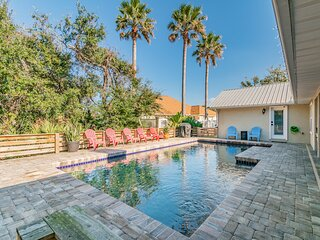 Heated pool, pets allowed, two minute walk to beach, immaculate beach oasis!
