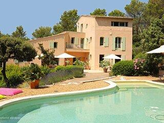Lourmarin Holiday Home Sleeps 8 with Pool and WiFi - 5879666