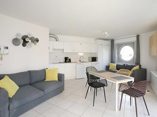 Amazing apartment in Oostende with Outdoor swimming pool and WiFi (BVA289)