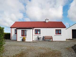 Austin's Cottage - Austins Cottage enjoys sea views and is within a short distan