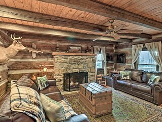 1850's Log Cabin: Surrounded by Outdoor Adventure!