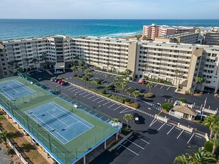 IR 209 Free Beach Service for largest 3 BR 3 BA at Inlet Reef over 2200 sf