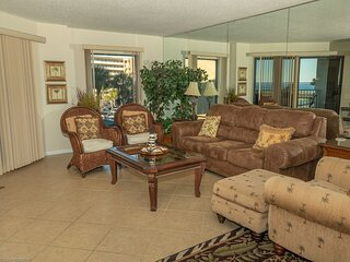 IR 217 2 BR with Sunset Views sits beachside with easy access