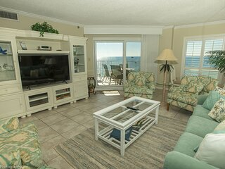 IR 606 is a Top Floor Beautiful Gulf Front 2 BR with views that are breathtaking