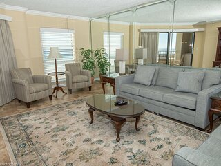 IR 206 is a very Nice Gulf Front 2 BR with free beach set up for 2
