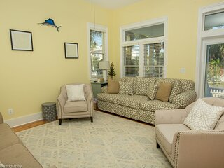 Destin Dolphin is a beautiful 2 BR located in Destin Pointe with Beach Service