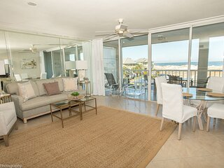 Magnolia House 306 is a recently updated 1 BR with Beach Set up for 2 included