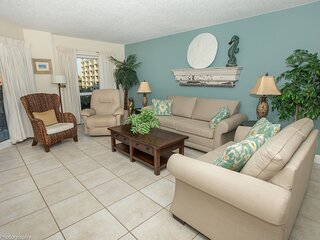 Spacious Gulf View Pet Friendly Condo with Balcony