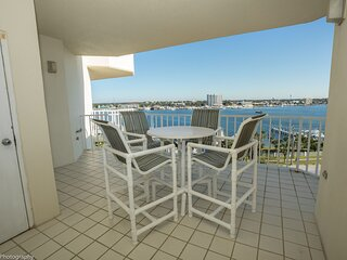 Waterview Towers Yacht Club 832 - Top Floor 3 BR on the Pass with Amazing views